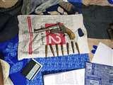 विक्रमशिला कॉलोनी से खगड़िया के बालू कारोबारी के कमरे से कट्टा और गोली बरामद Bhagalpur News