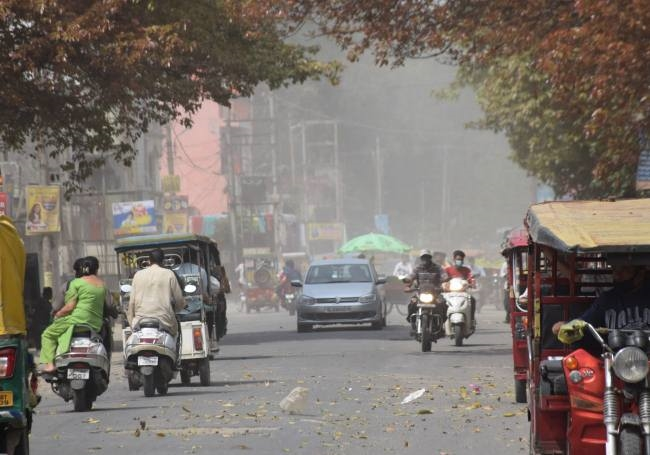 Drizzle changed weather patterns, dusty winds - Uttar Pradesh Saharanpur  Common Man Issues News