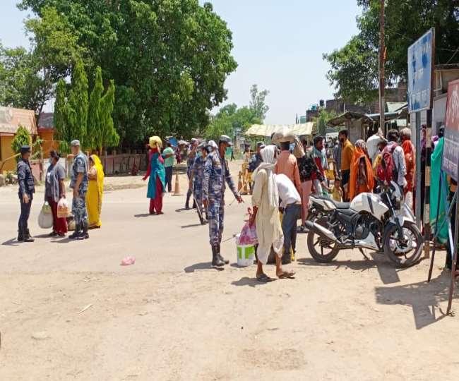 भारत नेपाल सीमा पर लोगों को रोकते सुरक्षा बल। - जागरण