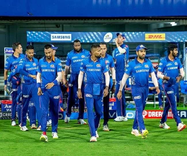 मुंबई इंडियंस की टीम के खिलाड़ी- फोटो ट्विटर पेज