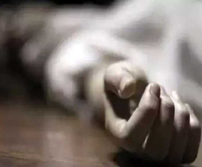 कोरोना संक्रमित मरीज ने नोएडा के कैलाश अस्पताल की पांचवीं मंजिल से छलांग लगाकर आत्महत्या कर ली।
