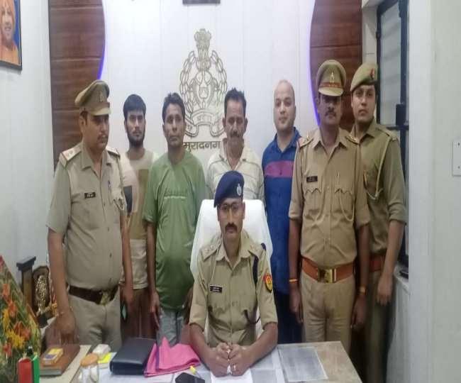 मुरादनगर पुलिस द्वारा गिरफ्तार किए गए तीनों आरोपित (हरी टी-शर्ट में मुख्य आरोपित लीलू)
