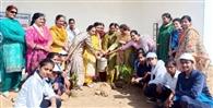 छात्राओं ने अभियान चलाकर की सफाई