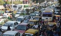 बाजारों से लेकर चौराहों तक लगा जाम, दिन भर रेंगते रहे वाहन