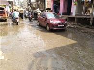 गोंदापुर में जलजमाव से राहगीरों को परेशानी