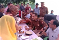 डीआइजी ने गिरौरा में लगाई चौपाल, चमचमाते मिले थाने