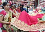 कपड़ा कारोबार में छाया फैशन का रंग, दीवाली पर जोरदार खरीदारी