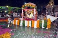 चंद्रोदय मंदिर में ठाकुरजी ने किया नौकाविहार