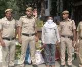 Delhi: आटा चक्की की आड़ में बेच रहा था प्रतिबंधित पटाखे, आरोपित गिरफ्तार