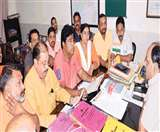 कूड़ा निस्तारण मुद्दे पर नगर आयुक्त से खफा हैं भाजपा के पार्षद, सौंपा गया ज्ञापन Meerut News