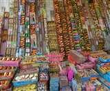 इस बार आसान नहीं आतिशबाजी बेच पाना, आठ गोदामों के लाइसेंस निरस्त Agra News