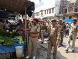 हाथों में कटोरा और तन पर वर्दी, जानिए कहां खाकीधारी निकले भीख मांगने Agra News