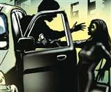 चलती कार से कूद गई युवती, युवकों से अस्मत बचाने के लिए लगाई जान की बाजी Kanpur News