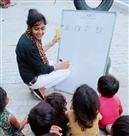 तंग आंगन में ला रही शिक्षा का खुला आकाश