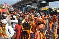 नागा संतों ने यात्रा निकाल किया स्नान