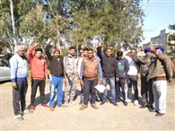 पंचायत और हाजीपुर के बीडीपीओ के खिलाफ की नारेबाजी