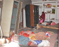 सूने घर का ताला तोड़ टेंपो में सामान भर ले गए चोर