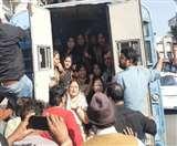 इंदौर में प्रदर्शन के दौरान पूर्व लोकसभा अध्यक्ष सुमित्रा महाजन गिरफ्तार