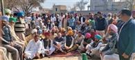 12 गांवों के लोगों ने मुफ्त बिजली और इलाज की सुविधाएं मांगी