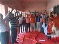 सातवें दिन भी नियोजित शिक्षकों की जारी रही हड़ताल, किया प्रदर्शन