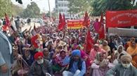मजदूरों ने मांगों को लेकर डीसी दफ्तर समक्ष दिया धरना