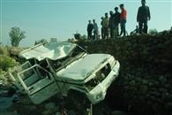 राहगीर को बचाने में बोलेरो दुर्घटनाग्रस्त