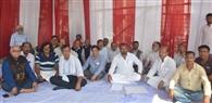 एसबीआइ आंचलिक कार्यालय हटाने को विरोध में अनिश्चितकालीन धरना शुरू