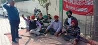 मांगों को लेकर बीएसएनएल कर्मी रही हड़ताल पर