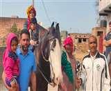 घोड़ी पर निकाला एमए पास बेटी का बनवारा, लोग बोले- बदल रहा है हरियाणा