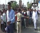 Namaste Trump 2020: अहमदाबाद में मोटेरा स्टेडियम के बाहर उमड़ी भीड़, लगीं कतारें