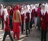 कश्मीर घाटी में तीन महीने बाद बजी स्कूलों की घंटी, बच्चे भी उत्साहित होकर स्कूल पहुंचे
