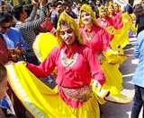 विदेशी लोकनृत्य से सराबोर हुई धर्मनगरी, दक्षिण एशियाई महोत्सव का शानदार आगाज