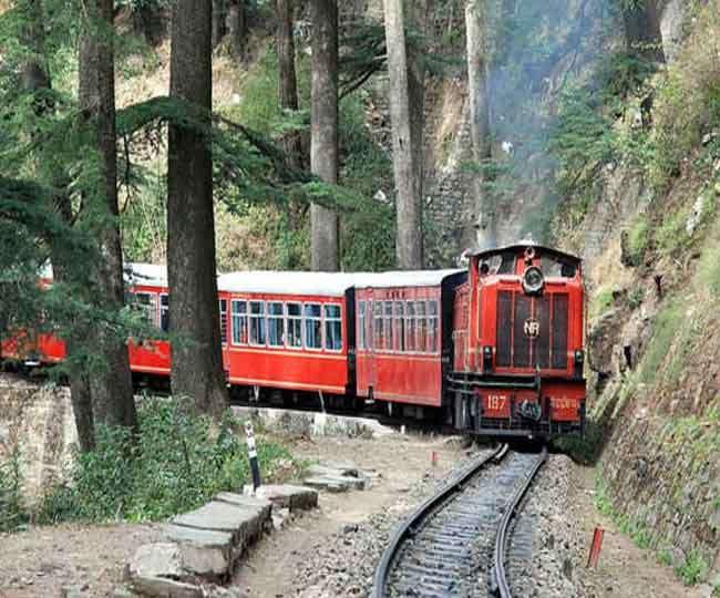 कालका-शिमला हिमदर्शन टॉय ट्रेन बंद। फाइल फोटो