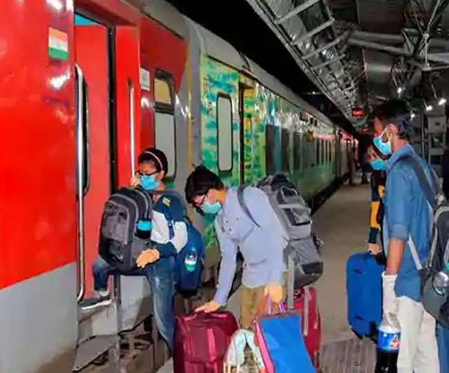 ट्रेनों में खत्म होगा वेटिंग लिस्ट का खेल, आरक्षण कोटे के नाम पर रेलवे के दलाल कूटते रहे हैं चांदी