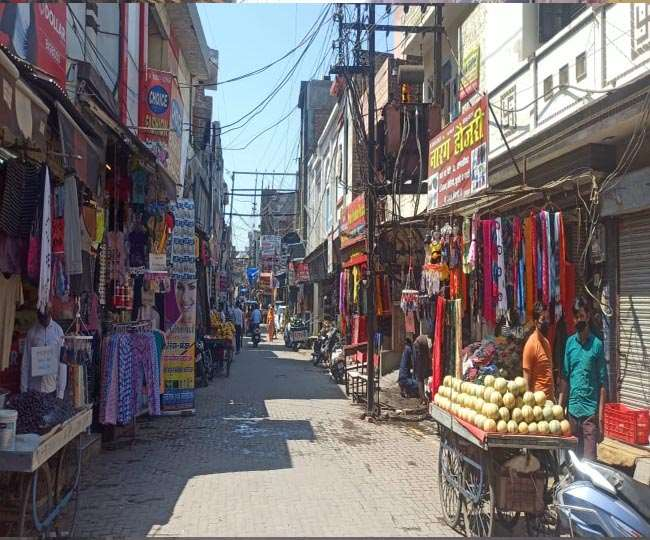 पानीपत में सुबह ही दोनों तरफ की दुकानें खुल गईं।