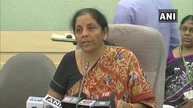 वित्त मंत्री निर्मला सीतारमण ने कहा, ईज ऑफ डूइंग बिजनेस की रैकिंग में टॉप 50 में आने का है लक्ष्य