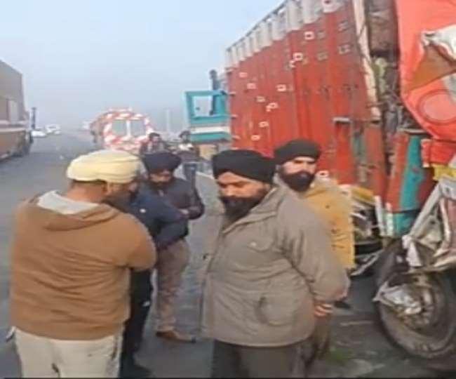 दिल्ली-चंडीगढ़ नेशनल हाईवे पर हादसा, कोहरे की वजह से करनाल में तीन ट्रक भिड़े