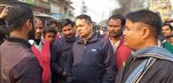 अपर थानाध्यक्ष के दुर्व्यवहार से फूटा व्यवसायियों का गुस्सा