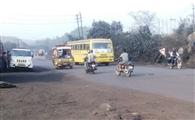 सड़क ों से उड़ रही धूल से बच्चों को हो रही सूल