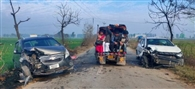 रोड किनारे लगी आग से उठे धुएं के कारण कुछ दिखाई न देने से हुई भिड़ंत में चार लोग घायल