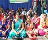 कांग्रेस-आजसू के आंदोलन में कूदी भाजपा, महिला मोर्चा ने रोजगार की मांग को लेकर दिया धरना Dhanbad News