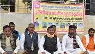 वाहन चालकों ने शुरू की भूख हड़ताल