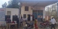 गोदाम से सिलेंडर लाने पर भी उपभोक्ताओं को नहीं मिला रहा होम डिलिवरी का बकाया