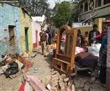 राजेंद्रनगर में अवैध निर्माणों पर चला बुलडोजर, विरोध में उतरीं महिलाएं जेसीबी के आगे लेटीं