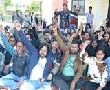 उत्तराखंड: स्कूलों में नियुक्ति को डीएलएड प्रशिक्षुओं ने शुरू किया बेमियादी हड़ताल