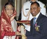 सरकारी अस्पताल में इलाज के लिए धक्के खा रहे पद्मश्री लिंबा राम, सम्मानजनक मदद की दरकार