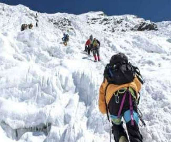 कोरोना महामारी के बावजूद नहीं टूटे पर्वतारोहियों के हौसले। (फोटो: दैनिक जागरण/प्रतीकात्मक)