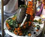 इस मंदिर में शिव जी को चढ़ावे में झाड़ू चढ़ाई जाती है, जानें-इसकी मान्यता