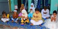 सादगी से मनाई ईद, कोरोना मुक्त भारत की मांगी दुआ