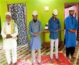 Eid Mubarak 2020: सादगी से मना ईद-उल-फितर, शारीरिक दूरी का पालन कर मुस्लिम धर्मावलंबियों ने पढ़ी नमाज